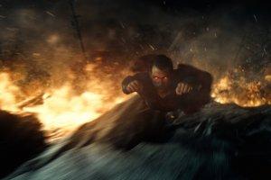 Due speciali spot tv e nuovo poster e immagini per Batman V Superman!